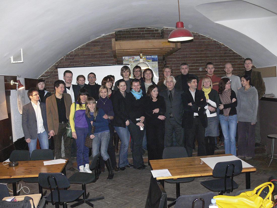 Uczestnicy warsztatów w podziemiach Wydziału Architektury Politechniki Krakowskiej