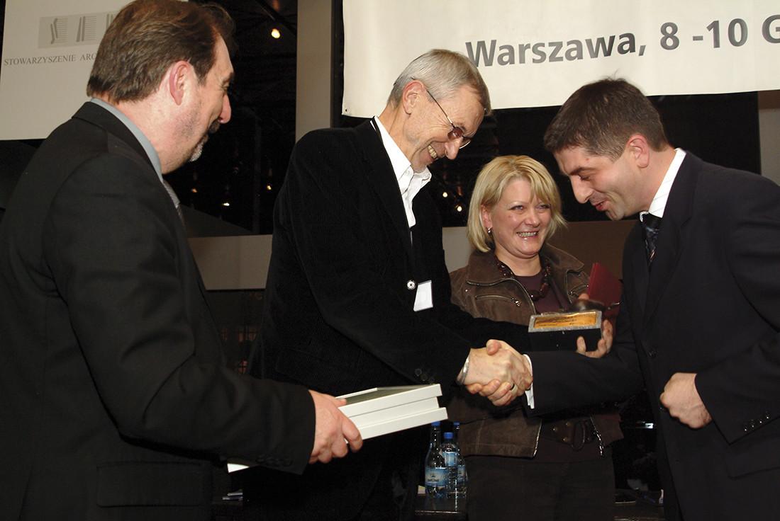 Wyróżnienie otrzymali wielokrotni laureaci konkursu – Ewa i Stefan Kuryłowiczowie. Tym razem nagrodzono ich za projekt domu jednorodzinnego w Konstancinie