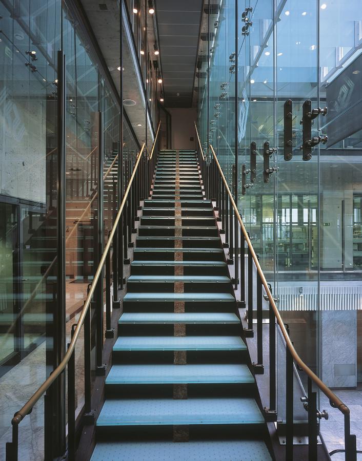 Powyżej: Budynek Giełdy Papierów Wartościowych w Warszawie