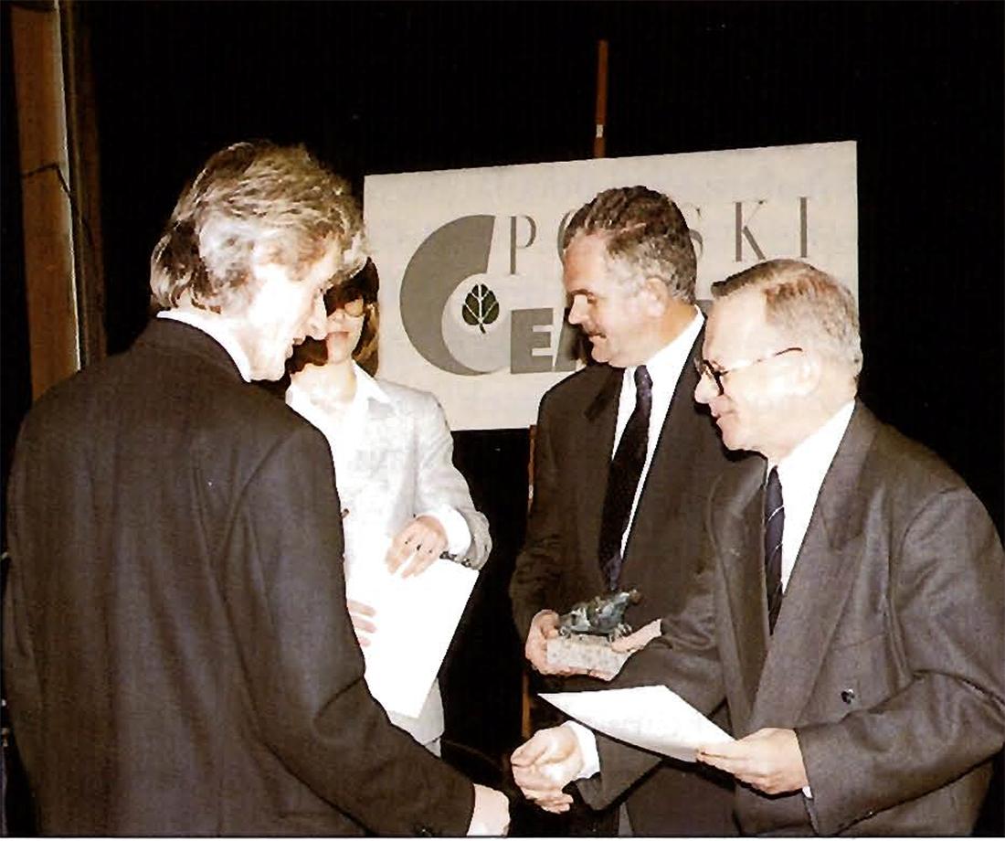 Zwycięzcom nagrody wręczali: Krzysztof Chwalibóg (z prawej) – prezes Stowarzyszenia Architektów Polskich i Andrzej Tekiel – prezes Stowarzyszenia Producentów Cementu i Wapna