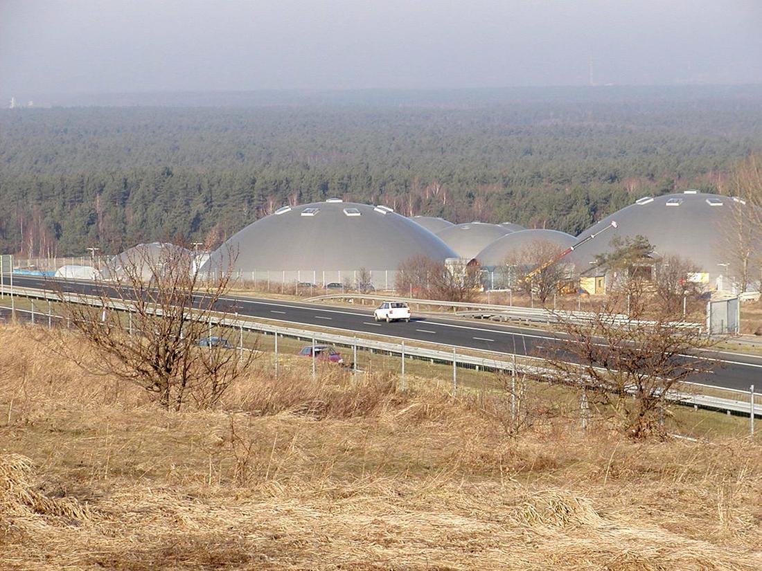 """""""Park Turystyki i Rozrywki"""" w Nieporazie, gm. Alwernia. Siedziba RMF FM"""