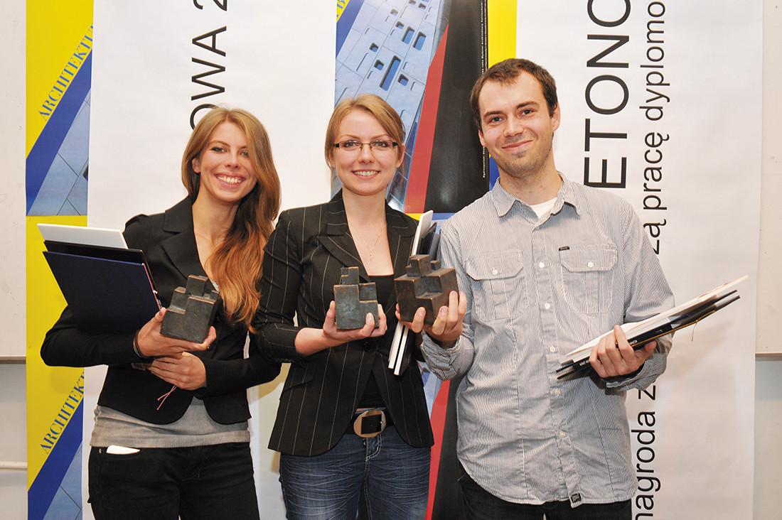 Laureaci nagrody Architektura Betonowa 2010. Od lewej: arch. Maria Gerber, arch. Joanna Stefanowicz, arch. Andrzej Chomski