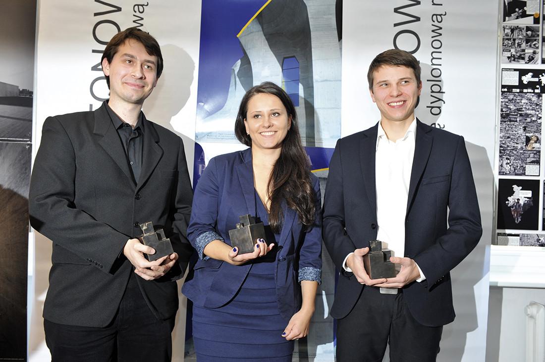 Laureaci nagrody Architektura Betonowa 2011. Od lewej: Damian Marcin Pędrakowski, Agnieszka Panasiuk, Tomasz Janiec