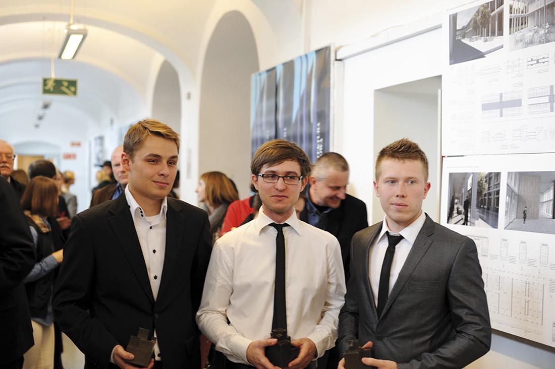 Zwycięzcy konkursu Architektura Betonowa 2013 (od lewej): Mikołaj Cieżkowicz, Mateusz Dudek, Paweł Fiedczak