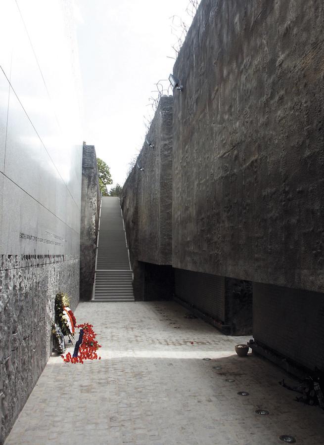 Budynek Muzeum w obrębie założenia pomnikowego na terenie byłego hitlerowskiego obozu zagłady w Bełżcu