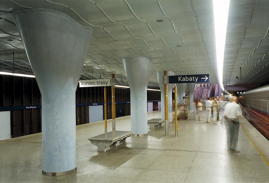 Wyróżnienie za projekt Stacji Metra A18 Plac Wilsona przyznano za nadanie wykonanym w betonie elementom konstrukcji rangi czynnika decydującego o wyrazie architektonicznym stacji