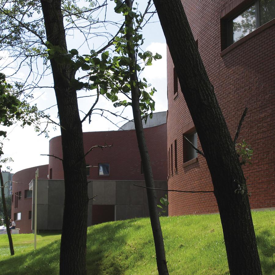 Budynek gimnazjum w Białołęce