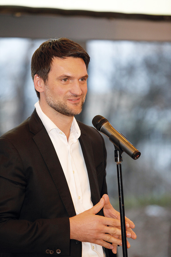Federico Tonetti – członek zarządu Stowarzyszenia Producentów Cementu – gratulował uczestnikom i laureatom