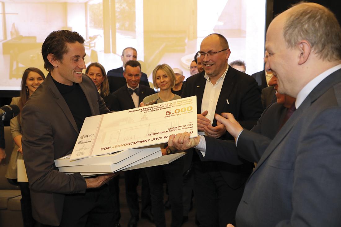 Nagrodę specjalną otrzymał Adam Wysocki Studio De.Materia zPoznania za projekt Domu Jednorodzinnego Jrv2 wPoznaniu