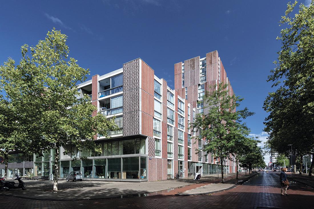 Współczesna, betonowo-ceramiczna elewacja budynku Noordstrook w Amsterdamie, proj. MECANOO 2009 r.