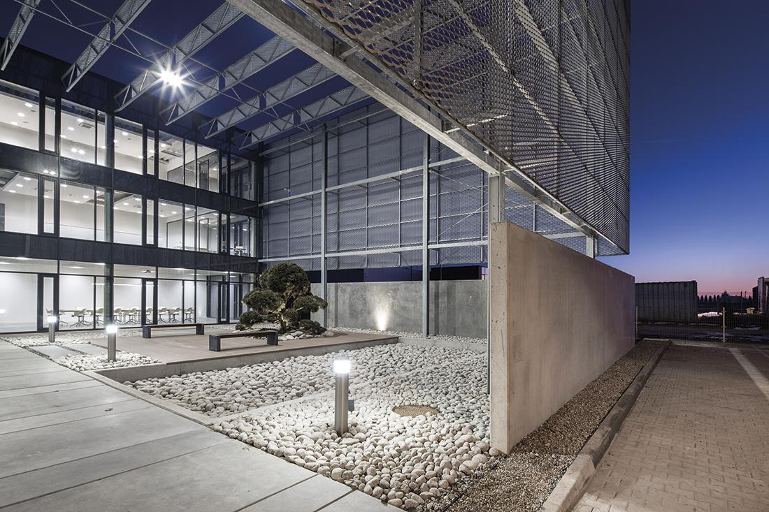 Budynek biurowo-magazynowy Puccini wSkarbimierzycach